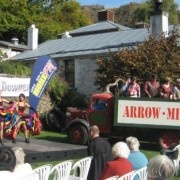 Lunchtime Entertainment at the Arrowtown Autumn Festival